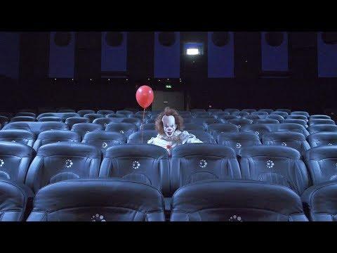 Les spectateurs CGR accueillis par un invité très spécial : ÇA en personne ! Prank ÇA IT movie Clown
