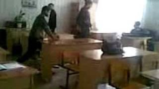 вот чем ученики занимаются на черчении в 8-ой классе))