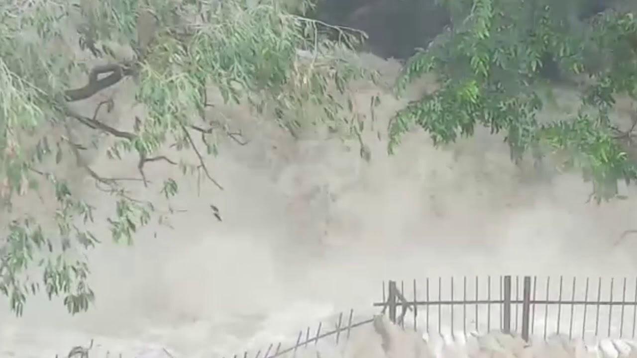 வெள்ளக்காடாய் காட்சியளிக்கும் ஒகேனக்கல் - Exclusive Video - Hogenakkal Falls Live Video