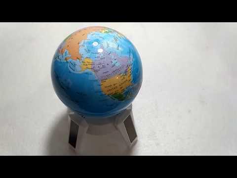 globe display kaki putih