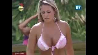 Repeat youtube video Ísis Gomes toma ducha vestindo biquíni de Nicole - A Fazenda de Verão - Rede Record