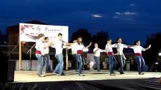 Греческий танец хасапико(Греческий танец хасапико. Танцует детская танцевальная группа деревни Портарья, Халкидики, Греция. 06 июля..., 2013-07-08T14:45:57.000Z)
