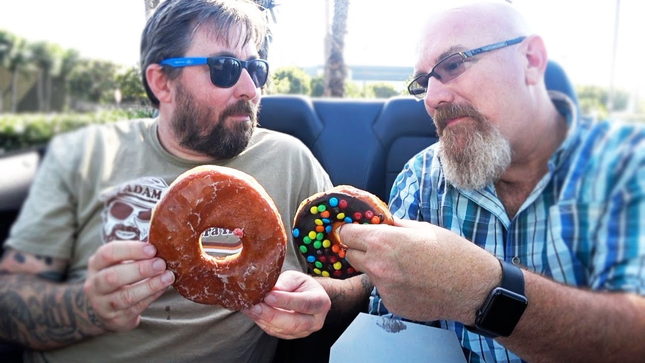 Randy's Donuts ???? in Sunny California with AdamTheWoo