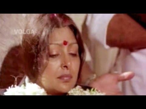 Amma Rajinama Songs   Edi Evvaru Evvariki Ivvani Veedukolu   Sharada, Satya Narayana