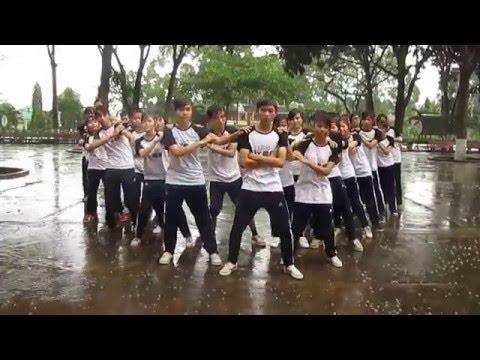 Múa dân vũ - Té nước dưới mưa ^^