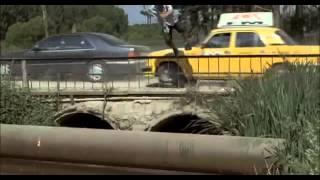 4 таксиста и собака-2 (2006) - car chase scene