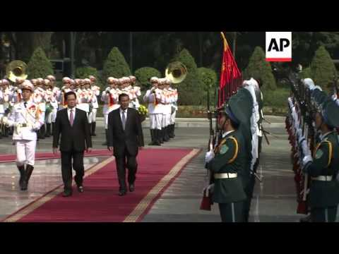 Cambodian Prime Minister Hun Sen meets Vietnamese counterpart