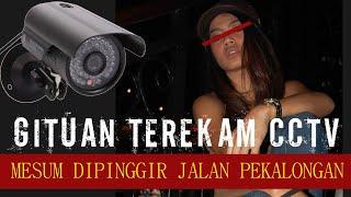 TEREKAM CCTV MESUK PINGGIR JALAN PEKALONGAN, PARAHNYA SI CEWEK LAH YANG