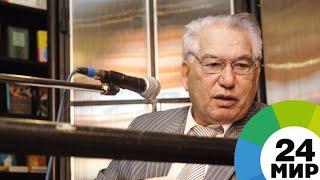Кыргызский, русский, мировой. Рукописи Айтматова показали на выставке в Москве - МИР 24