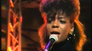 Monie Love It's A Shame 8:15 From Manchester 01/09/90