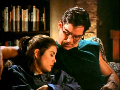 Kiss Loïs and Clark the new adventures of Superman ( Teri Hatcher, Dean Cain )