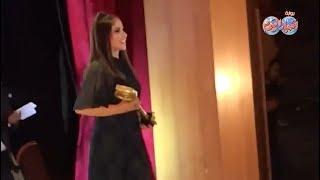 أخبار اليوم - لحظة تكريم مني زكي في مهرجان أسوان لأفلام المرأة