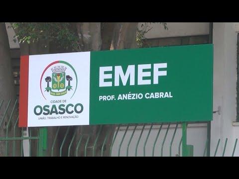 Vídeo flagra guardas civis agredindo jovem dentro de escola em SP | SBT Brasil (28/04/18)