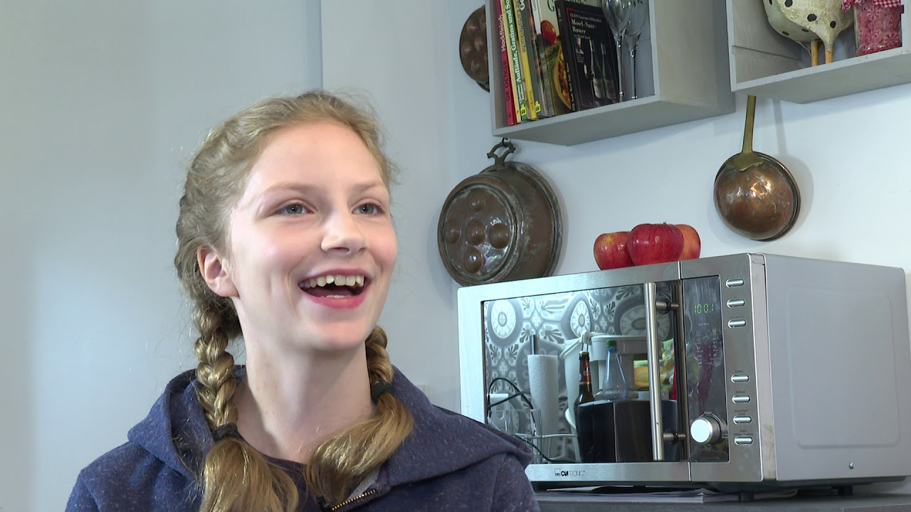 DARK Carlotta von Falkenhayn Interview german / deutsch - Hobbies - School - Acting Elizabeth Future