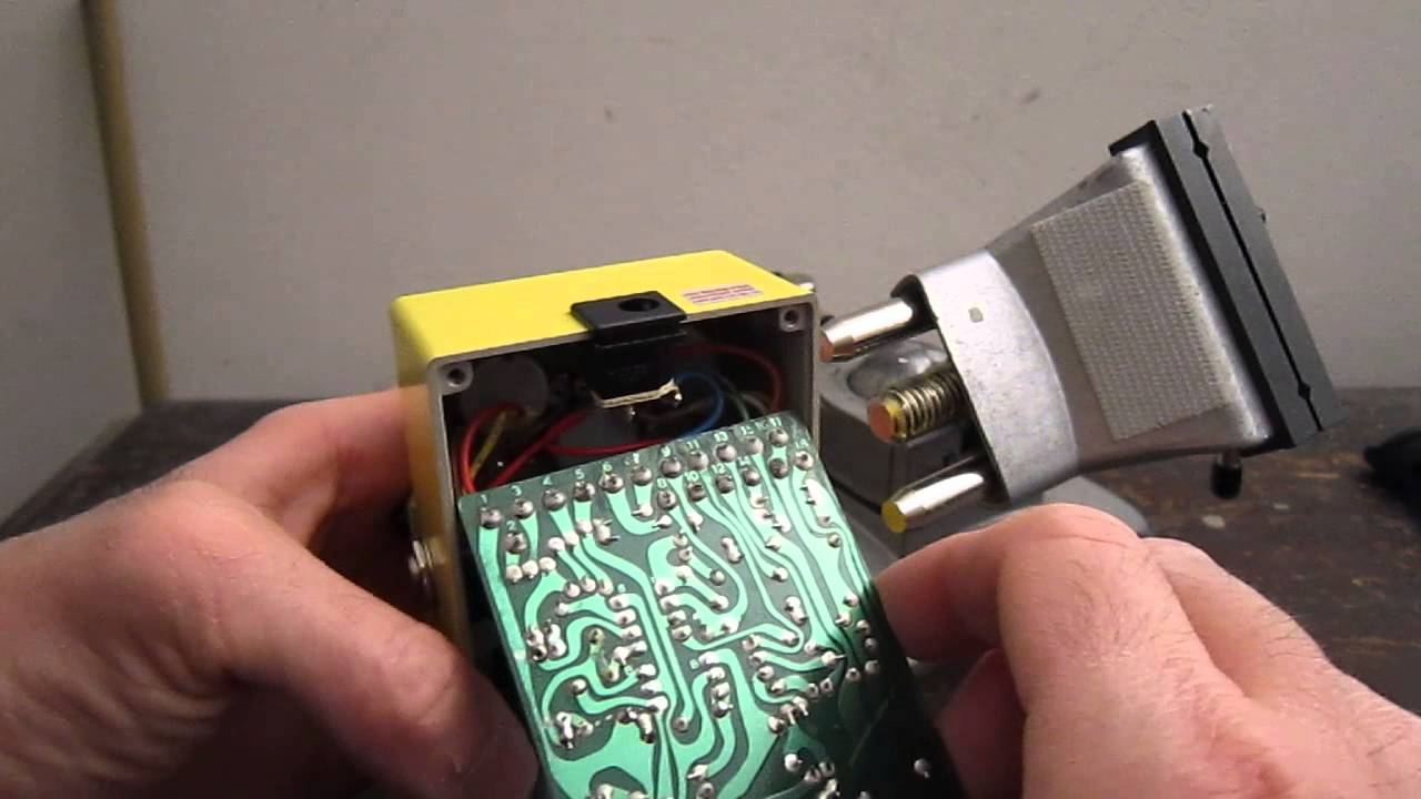 Removing Parts From A Circuit Board Guitar Pedal Youtube Diy Power Supply For Effect Pedals And Stomp