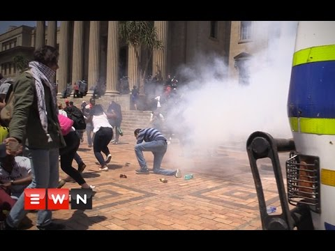 Students shut down Wits before taking #Fees2017 protest to Braamfontein
