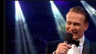 """Download Jamie Parker sings """"Cheek to Cheek"""" with the John Wilson Orchestra"""