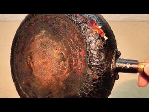 простой способ как отчистить сковородку от нагара без химии.