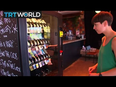 Showcase: Buying art from a vending machine