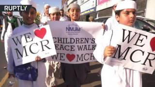 Мусульмане Манчестера провели марш в память о жертвах теракта на стадионе