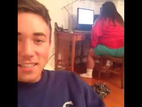 Mädchen kackt sich vor Schreck in die Hose !!! - YouTube