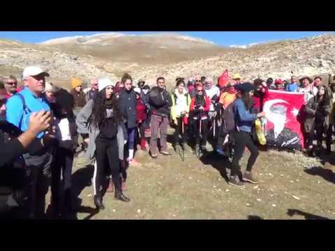 Cumhuriyeti Zirvede Kutladılar, Şehitlere İthaf Ettiler