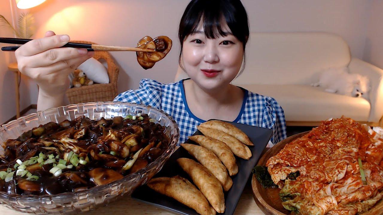 짜장 떡국떡 떡볶이 군만두 배추김치 남은 소스에 밥비벼먹기 먹방 Jjajang Tteokbokki Dumplings Kimchi Mukbang Eatingsound