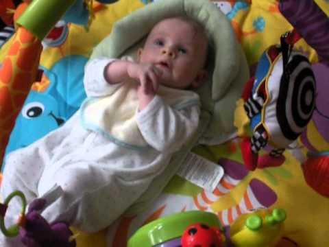 Bayi Lucu Berusia 3 Bulan Lagi Asyik Mainan Gym Youtube