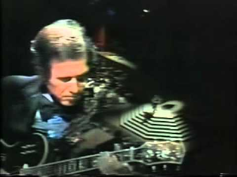 Chet Atkins Closes the 1975 CMA Awards