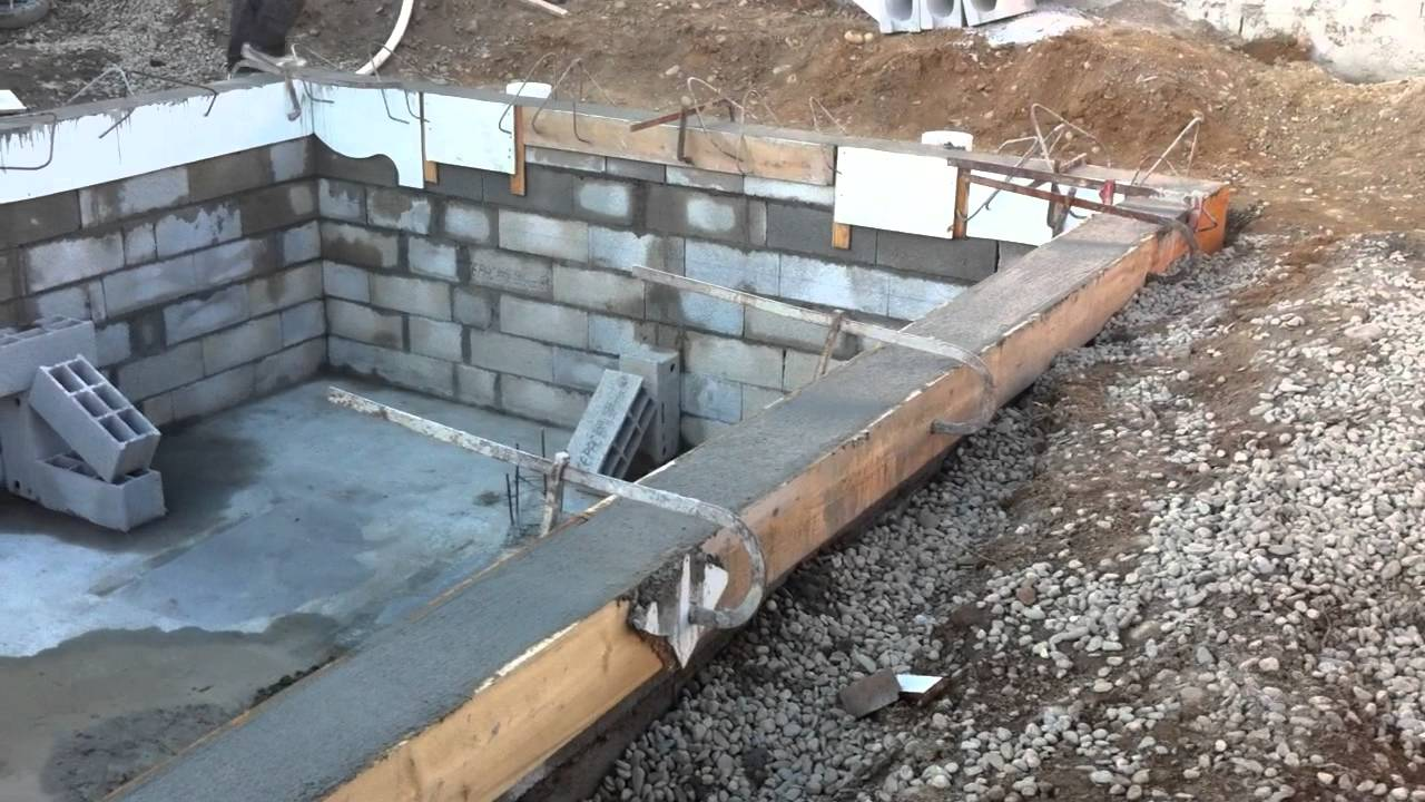 Construction d 39 une piscine chez a vos travaux youtube for Construction piscine desjoyaux youtube