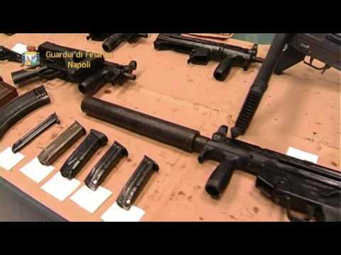 Napoli, blitz della Guardia di Finanza: sequestrato arsenale della camorra