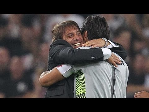 Conte & Juventus celebrate after 2-0 win over Milan