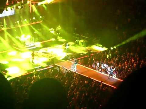 Aerosmith - Sweet Emotion - Toronto 8/17/10