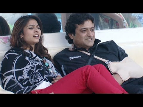 Bigg Boss - 29th October 2013 : Tanisha CAUGHT KISSING Armaan Kohli in the house