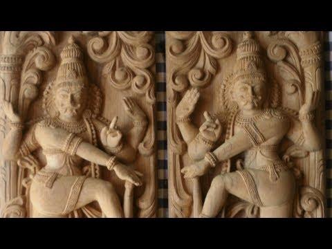 Rajakopura Temple  door sculpture