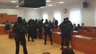 Obžalovaní z vraždy novinára prichádzajú na súd