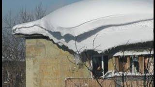 10 11 2016 Упал снег с крыши, повезло парням(, 2016-11-20T16:52:44.000Z)