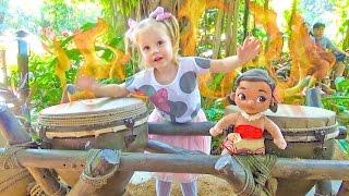 МОАНА из мультика и Настя идут в гости к Звездные войны 2016 в Диснейленде Детское видео ВЛОГ moana