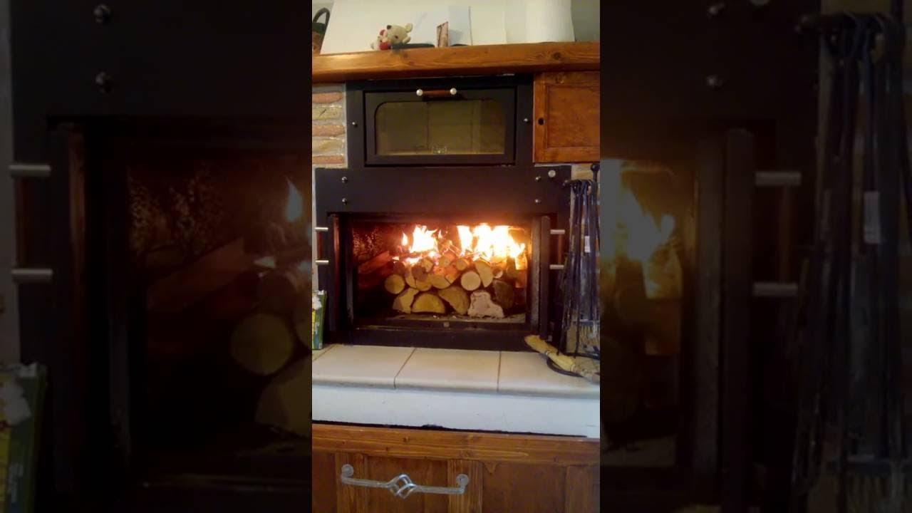 Termocamino ftl con forno genius con accensione dall 39 alto for Ftl termocamini