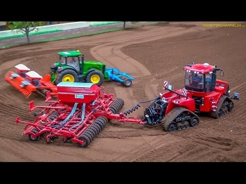 RC Tractors John Deere, Case And Fendt At Work! Siku Farmland In Neumünster, Germany.
