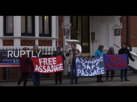 UK: Assange supporters gather outside Ecuadorian embassy after arrest warrant upheld