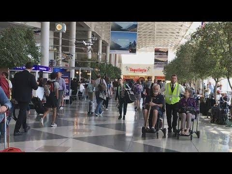 Charlotte NC Douglas International Airport: Main Concourse, Terminal B Walk Through
