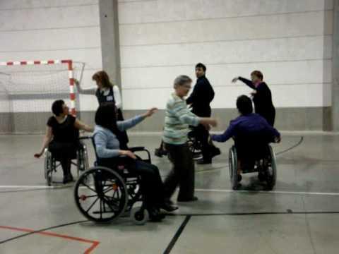 Apprendre danser avec une personne en chaise roulante for Basketball en chaise roulante