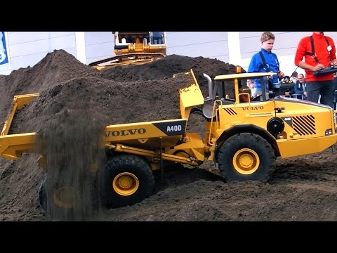 XXL RC CONSTRUCTION SITE BIG SCALE MODEL DUMP TRUCKS AND EXCAVATOR IN ACTION AMAZING !!!