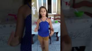 Menina dançando loka
