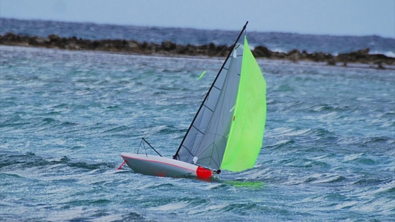 Voilier Imoca Rc 1m Navigation A Deux Bateaux Youtube