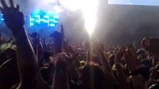 The Prodigy Smack my bitch up live @ isle of wight festival 09(mosh pit)