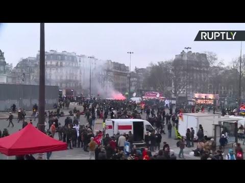 Direct : des manifestations contre les réformes de Macron se déroulent dans les rues de Paris