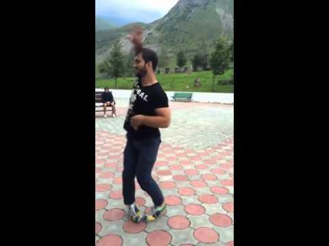 Парень танцует арабский танец Очень классно