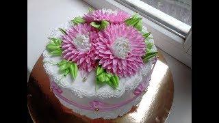 Торт с большими хризантемами